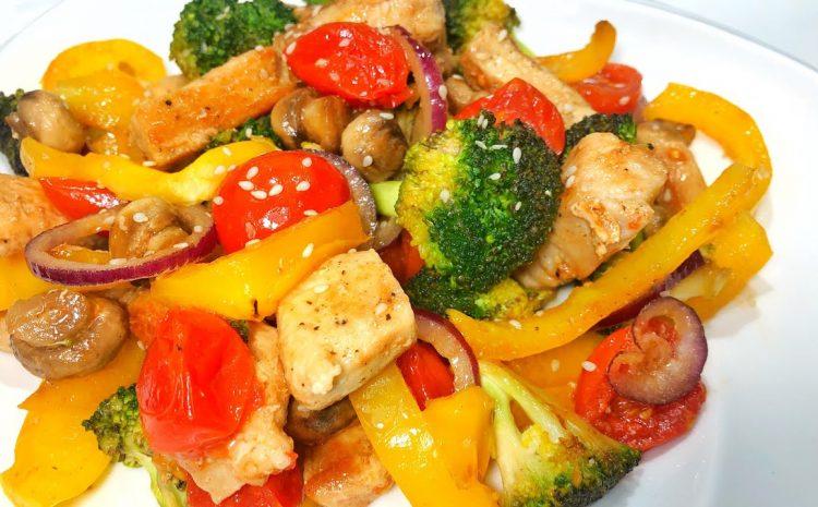 Salată cu piept de pui și broccoli
